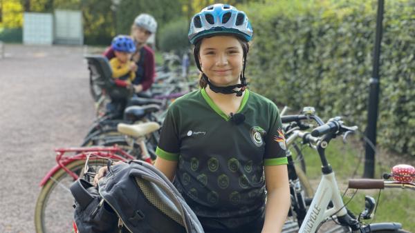 Elèna ist elf Jahre alt und spielt Kidditch - so heißen die Kindermannschaften beim Quidditch. | Rechte: MDR/Anna Neuhaus