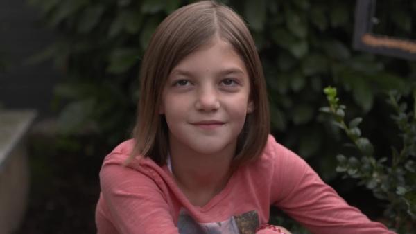 Josi ist neun und liebt ihre schwerkranke Schwester Rosalie über alles. | Rechte: hr/Katrin Wegner