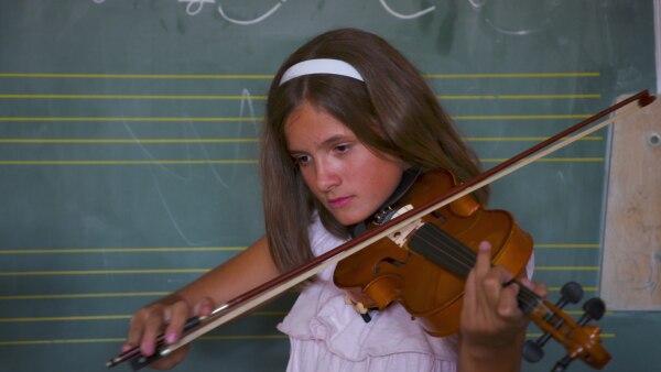 Kruna spielt Geige | Rechte: SWR