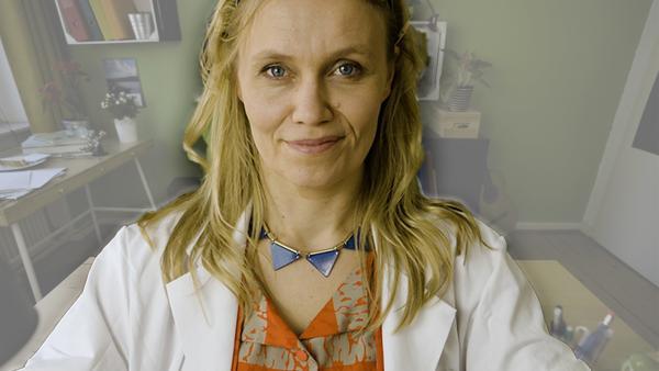 Geheimnisse über Geheimnisse zaubert Ainikki Holopainen (Meri Koivisto). | Rechte: KiKA/Nils Dettmann Medienproduktion