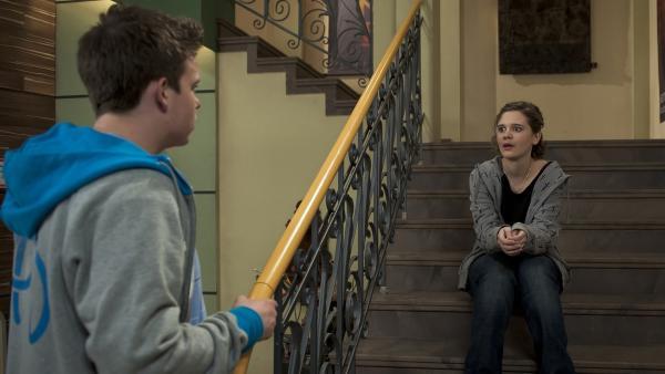 Bruno (Ferdinand Dölz) und Feli (Sabrina Wollweber) machen sich Vorwürfe, weil Julius nirgends aufzufinden ist.   Rechte: MDR/Anke Neugebauer