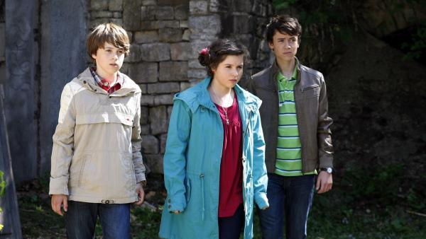 Die drei Freunde enttarnen den Täter. V.l.n.r.: Johnny (Paul Hartmann), Pippi (Marie Borchardt), Hubertus (Hugo Gießler)   Rechte: MDR/Anke Neugebauer