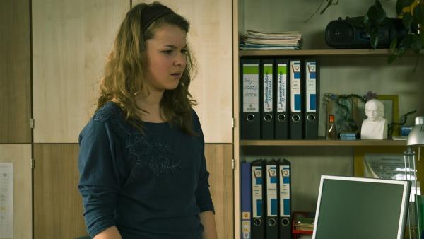 Li-Ming (Ruth Schönherr) entdeckt eine schreckliche Wahrheit über Nils. | Rechte: MDR/Anke Neugebauer