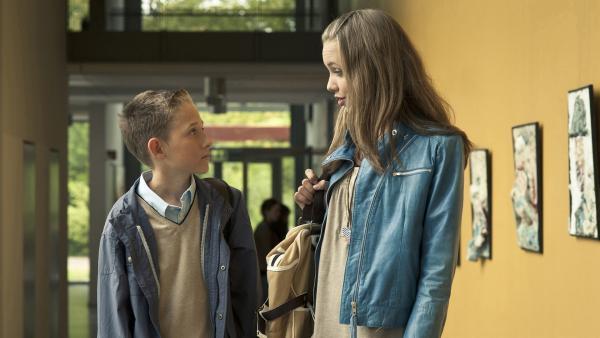 Constanze (Henrieke Fritz) will Dominik (Yannik Rau) jetzt mit Überforderung loswerden. | Rechte: MDR/Anke Neugebauer