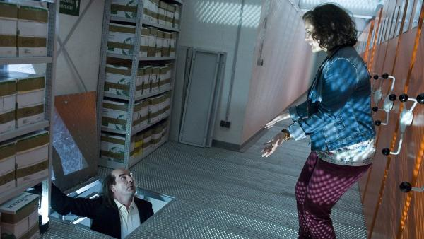 Pippi (Marie Borchardt) trifft auf einen unheimlichen Archivar (Guildo Horn). | Rechte: MDR/Katharina Simmet