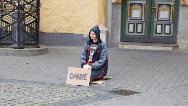 Mila (Ada Lüer) probiert neue Dinge aus. | Rechte: MDR/Saxonia Media/Paul-Ruben Mundthal