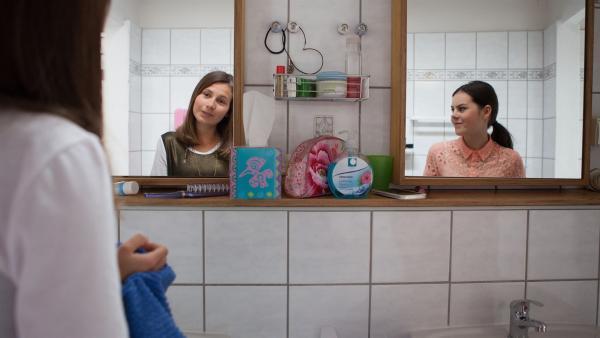 Olivia (Holly Geddert, r.) hofft auf den Werbeauftrag. | Rechte: MDR/Saxonia Media/Paul-Ruben Mundthal