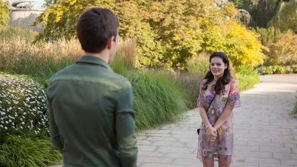 Lennard (Maximilian Braun) und Olivia (Holly Geddert) treffen sich zu ihrem Date. | Rechte: MDR/Saxonia Media/Paul-Ruben Mundthal