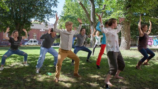 Die Einsteiner tanzen HAKA, einen traditionellen neuseelänschen Volkstanz.    Rechte: MDR/Saxonia Media/Paul-Ruben Mundthal