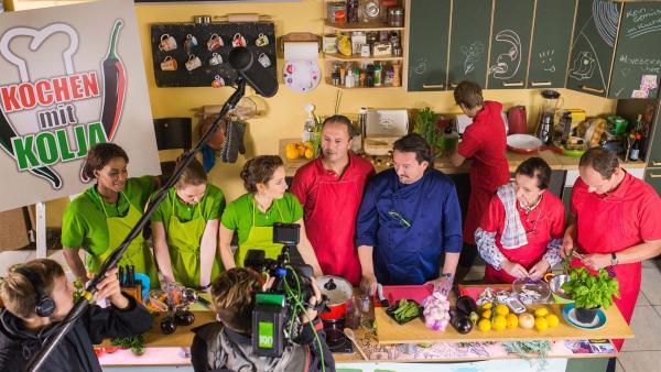 Die Lehrer beim Kochen. | Rechte: MDR/Saxonia Media/Christoph Gorke