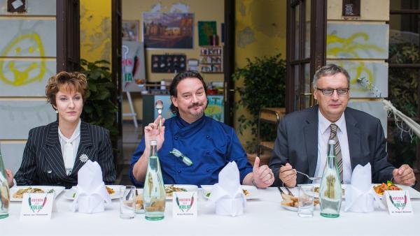 Das Essen wird von der Jury probiert.  | Rechte: MDR/Saxonia Media/Christoph Gorke