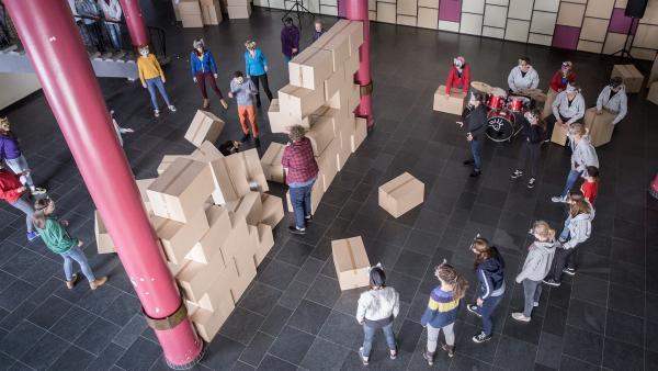 Die Schüler geben alles, um mit ihrem geheimen Plan C zu Überzeugen. | Rechte: MDR/Saxonia Media/Andreas Wünschirs