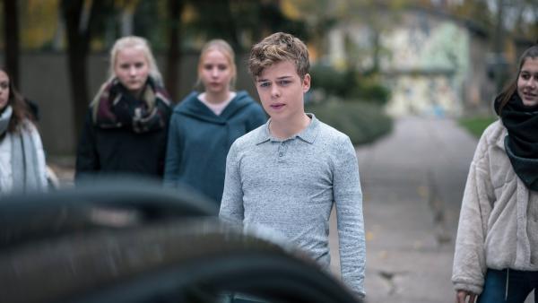 Till (Jonas Kaufmann) setzt sich diesmal mit den restlichen Schülern zusammen ein. | Rechte: MDR/Saxonia Media/Felix Abraham