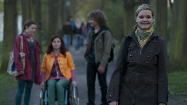 Feli (Sabrina Wollweber) ist zuversichtlich: Frau Elkin wird ihre neue Freundin! | Rechte: MDR/Anke Neugebauer