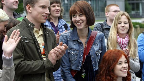 Die Schüler sind erleichtert - die Schule bleibt zunächst erhalten. (Paul Ziegner, li.; Luisa Liebtrau, Mitte; Lena Kaufmann, re.) | Rechte: MDR/Anke Neugebauer