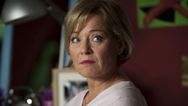 Frau Zech (Cornelia Kaupert) macht sich Sorgen um ihre Enkelin Sophie.   Rechte: MDR/Anke Neugebauer