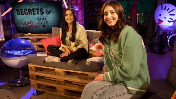 KiKA-Moderatorin JESS und Linda sprechen über ihre Rolle Leni. | Rechte: MDR/MCS/Bettina Jaehde