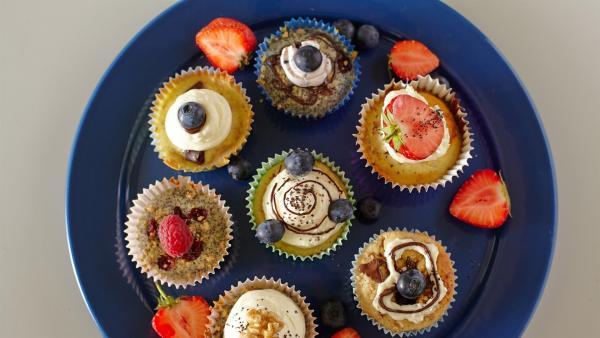 Heute gibt es Cupcakes mit selbstgemachtem Holundersirup. | Rechte: ZDF/ORF/René Rothkopf