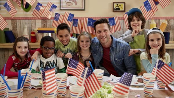 Alex und seine Kochkids sind US-amerikanisch unterwegs. | Rechte: ZDF/ORF/René Rothkopf
