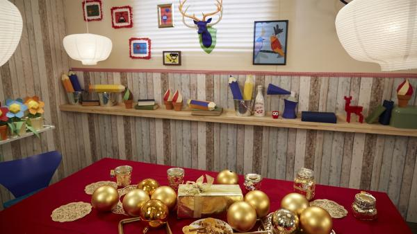 Die Tischdeko im Koch-Kids-Club ist heute ganz in Gold getaucht | Rechte: ZDF/ORF/René Rothkopf
