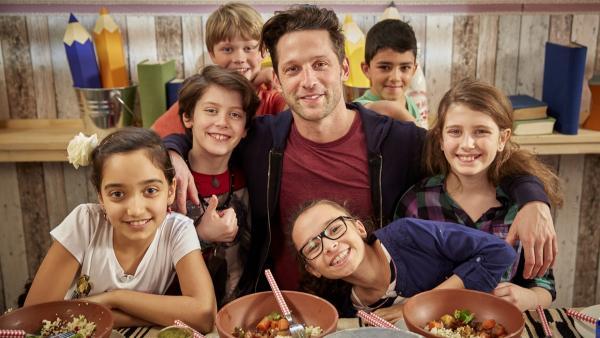 Die Koch-Kids und Alex machen eine Reise in die marokkanische Küche. | Rechte: ZDF/ORF/René Rothkopf