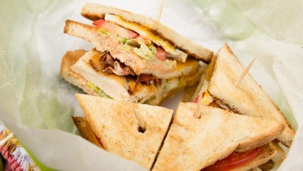 belegtes Club-Sandwich | Rechte: ZDF/René Rothkopf/ORF