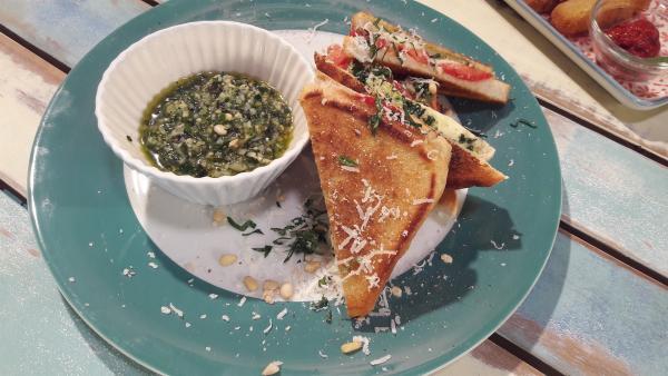 Tomaten-Mozzarella-Sandwich | Rechte: ZDF/ORF