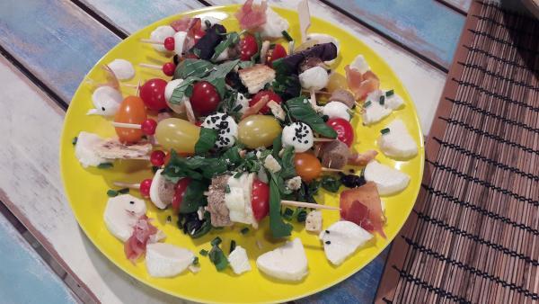 Tomate-Mozzarella-Häppchen | Rechte: ZDF/ORF