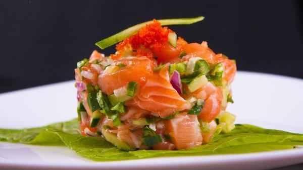 Lachstatar mit Kaviar auf Teller | Rechte: colourbox.com