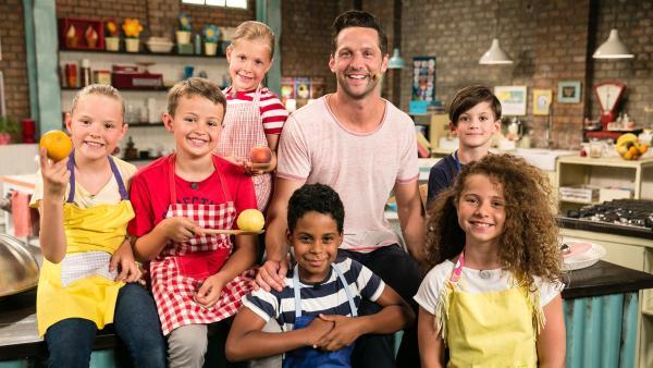 Fernsehkoch und Moderator Alexander Kumptner macht heute mit den Koch-Kids verschiedene Cranberry-Gerichte. | Rechte: ZDF//Rothkopf Rene