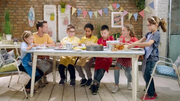 Alex und die Kinder kochen heute mit Süßkartoffeln. | Rechte: ZDF/ORF