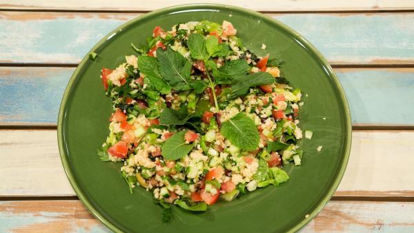 Die Perfekte Alternative für Salat: libanesisches Tabouleh mit frischer Minze. | Rechte: ZDF/Rothkopf Rene