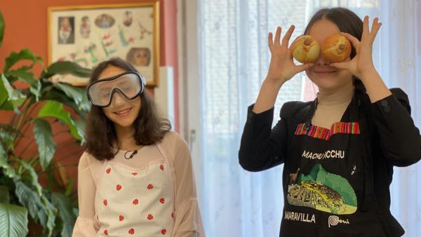 Normalerweise tanzen Maria Estella (13) und Valeria (14) Flamenco.   Rechte: SWR/Luisa Eesmann