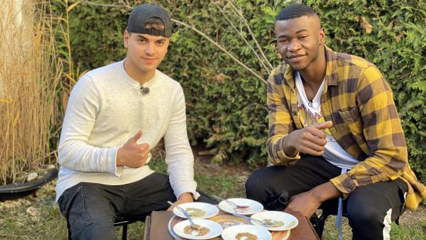 Adam (17) testet seinen Freund Marcel (16): Errät sein Freund die Gewürze aus seiner algerischen Heimat?   Rechte: SWR/Christina Schröder