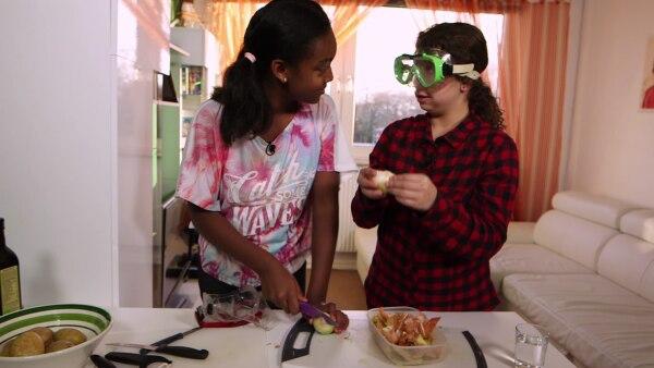 Aura kocht kolumbianische Empanadas | Rechte: SWR