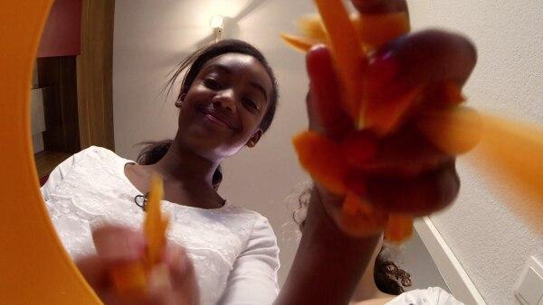 Ruth kocht äthiopisches Injera mit Wot. | Rechte: SWR