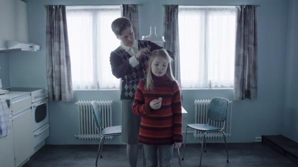 Selma (Siri Skjeggedal) wohnt zusammen mit ihrer Pflegemutter Ruth (Kjersti Elvik) in Norwegen. | Rechte: SWR/NRK/Beta Film