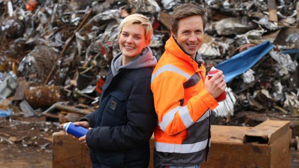 SCHROTT OR NOT Expertin Laura Kampf (li) und Moderator Johannes Büchs (re) | Rechte: WDR/wellenreiter.tv