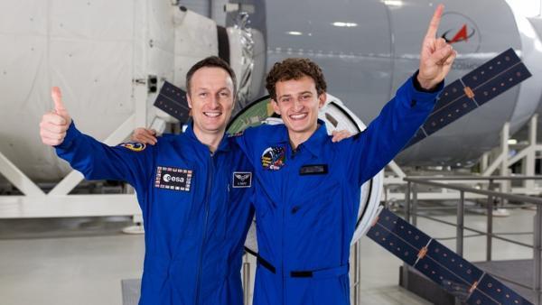 Der Mond-Check / Julian mit Astronaut Matthias Maurer   Bild: BR / megaherz GmbH / HF Hopfner   Rechte: BR / megaherz GmbH / HF Hopfner