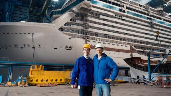 Der Schiffbau-Check / Schiffsbauer Florian von der Meyer Werft und Checker Julian   Bild: BR / megaherz GmbH   Rechte: BR / megaherz GmbH