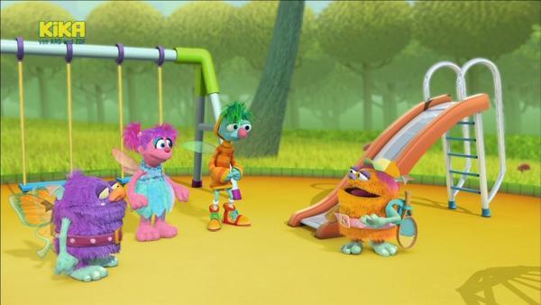 Die Feenschüler haben Pause und wollen sich auf dem Spielplatz vergnügen. Doch dort hat sich ein Spielplatz-Troll breit gemacht und verbietet den kleinen Feen jeden Spaß. Sie dürfen nur rutschen, schaukeln oder klettern, wenn sie das unlösbare Spielplatzrätsel lösen. | Rechte: KiKA/Sesame Workshop/SpeakeasyFX