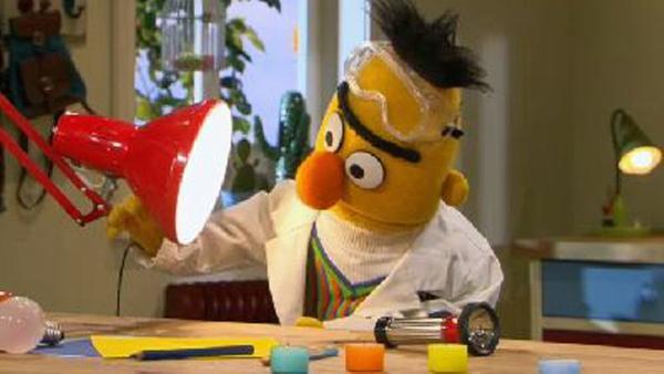 Bert experimentiert mit Licht und Schatten. | Rechte: NDR Foto: screenshot