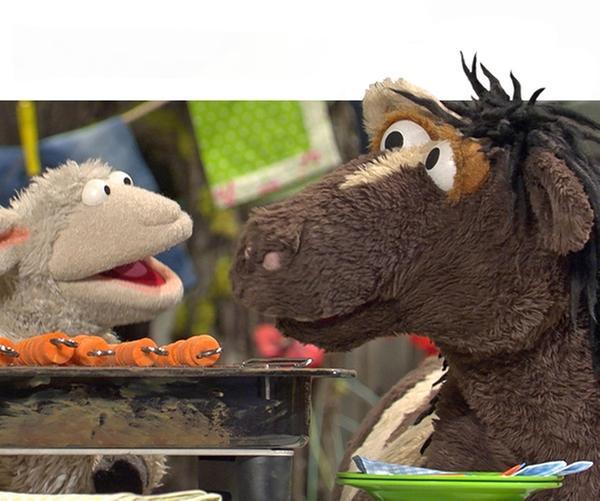 Wolle und Pferd vor dem Möhrenhaus.   Rechte: NDR/UWE ERNST