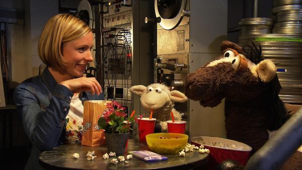 Pferd verschüttet sein Popcorn und Wolle muss dringend auf die Toilette. Finchen ist ziemlich genervt. Aber dann wird der Kinobesuch doch noch zu einem tollen Erlebnis für alle... | Rechte: NDR