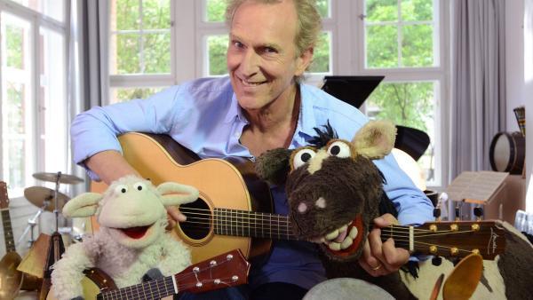 Wolle und Pferd besuchen den Komponisten Gerd Gerdes, der ihnen hilft, einen Song zu komponieren. | Rechte: NDR/Uwe Ernst