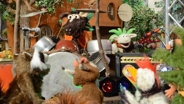 Wolle und Pferd präsentieren ihren selbstgeschriebenen Song. | Rechte: NDR/Uwe Ernst