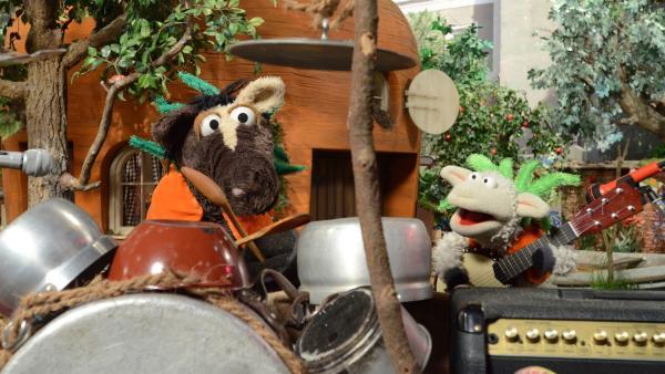 Wolle und Pferd präsentieren ihren selbstgeschriebenen Song | Rechte: NDR/Uwe Ernst