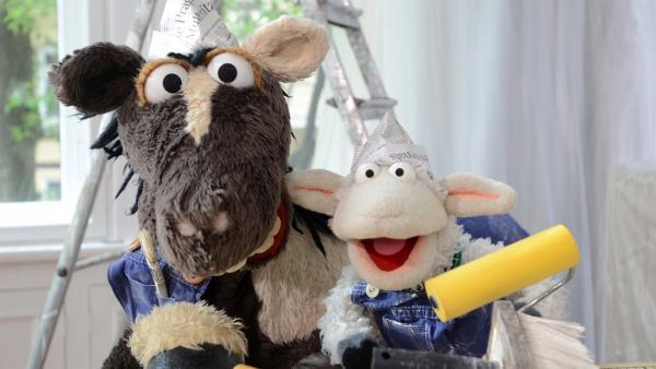 Wolle und Pferd besuchen den Komiker Bernhard Hoecker, bei dem gerade renoviert wird, um mit ihm übers Auslachen zu sprechen.   Rechte: NDR/Uwe Ernst