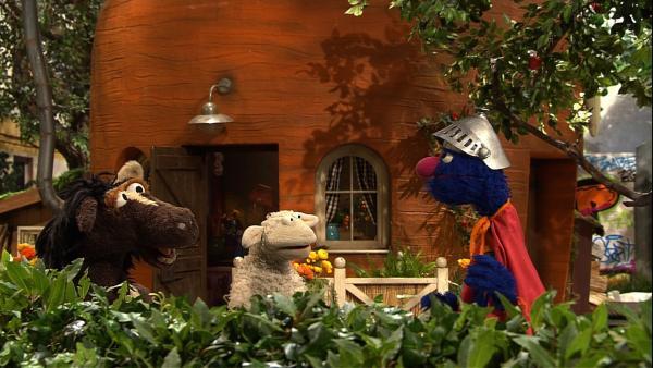 Pferd und Wolle bitten Supergrobi um Hilfe bei ihrem Problem. | Rechte: NDR/Sesame Workshop