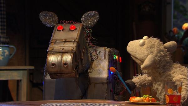 Wolle hat eine Idee: Wenn Pferd nicht mit ihm spielt, dann baut er sich eben einen neuen Freund: ein Roboterpferd! | Rechte: NDR/Sesame Workshop
